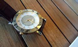 ヴィトンの腕時計を自分でお手入れする方法と保管方法