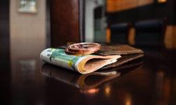 大切なブランド財布を長く使うためのお手入れのコツ