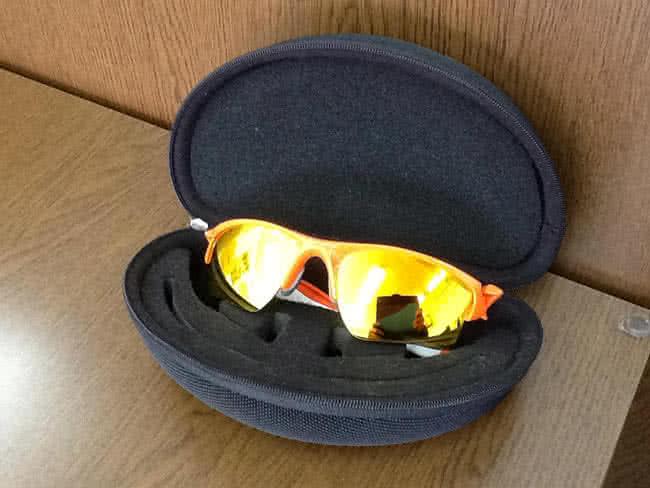 オークリーのサングラスを買取 大阪 箕面店