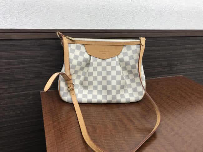 ヴィトン・アズール・シラクーサPMのバッグを買取 名古屋 名古屋藤が丘店