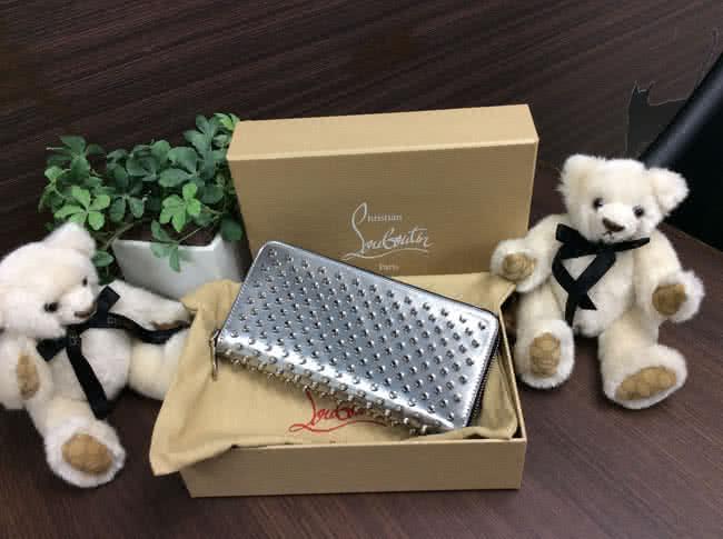 クリスチャン・ルブタン・スタッズの長財布を買取|神戸|元町駅前店