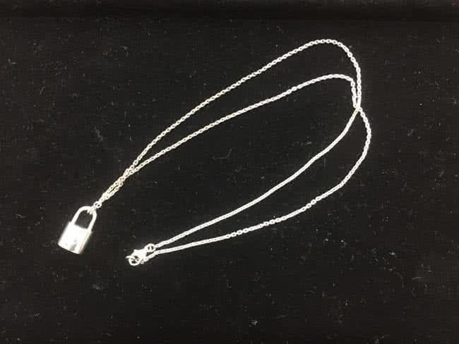ヴィトン・SV925・パドロックのネックレスを買取|東京|葛西店