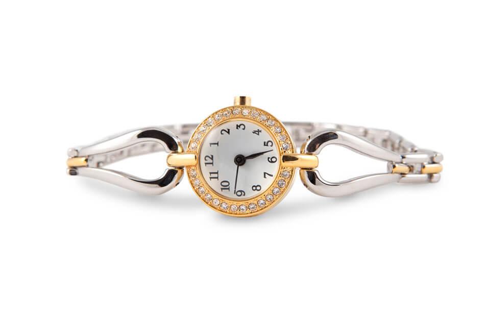 【ひと手間で輝きが変わる】レディース腕時計のお手入れ方法