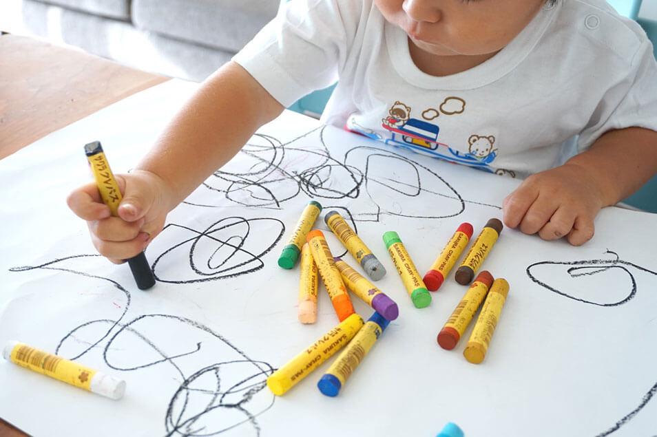 ママたちの悩み。子どものお絵描き・工作みんなどうしてる?増えていく作品の収納&処分法