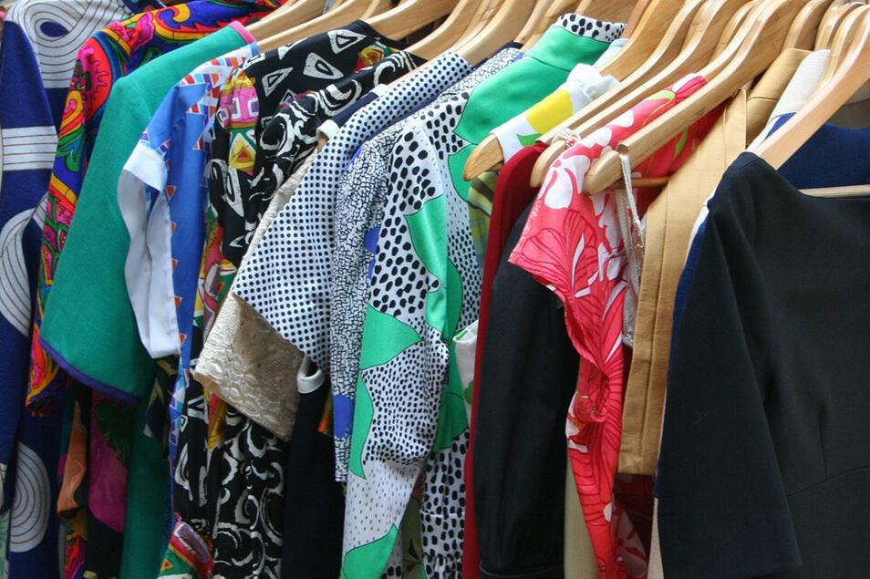 リサイクルショップやフリマで古着を買うときのチェック項目&簡単お直し!