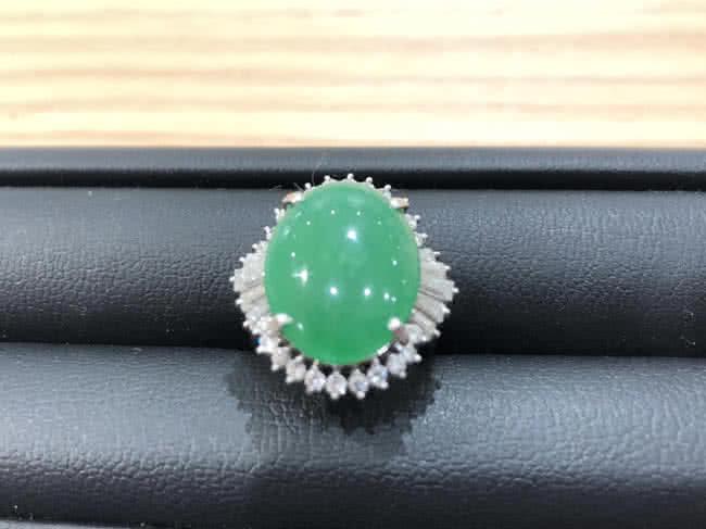 ジュエリー・Pt900・翡翠10.5ct×メレダイヤ1.1ctのリング