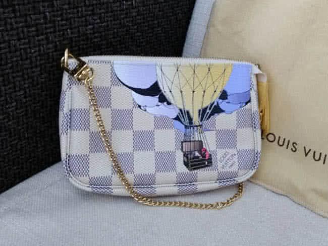 ヴィトン・アズール・ミニポシェット・アクセソワールのバッグを買取 横浜 大倉山店