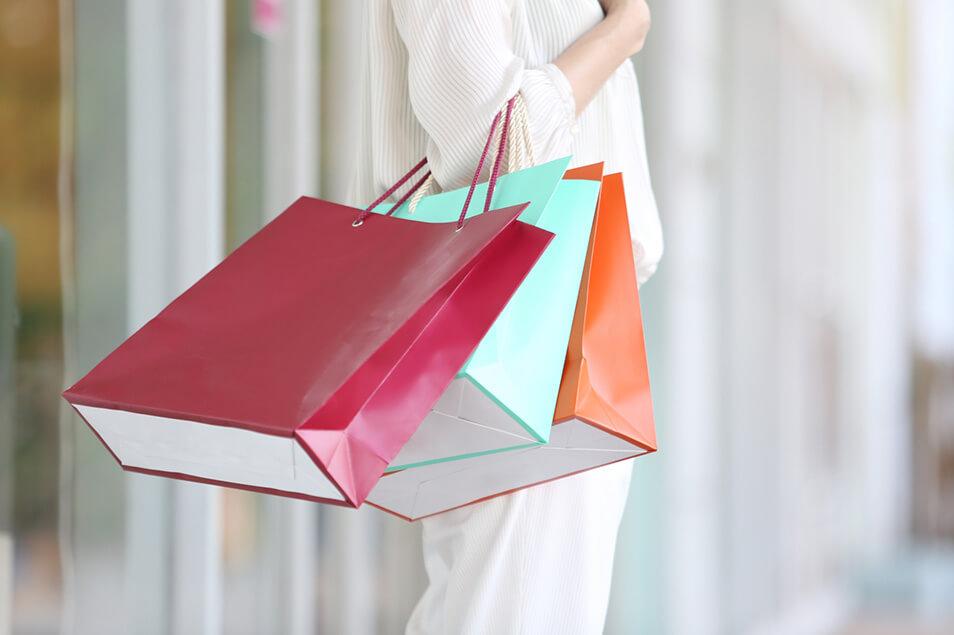 大手ファッションブランドがプラ製買い物袋の廃止を決定!その理由は?