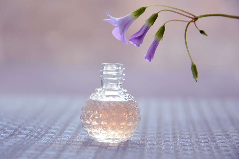 女性なら一つは持っている香水、しまい込んでいませんか?