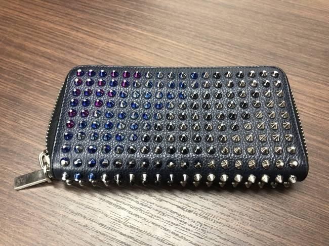 クリスチャンルブタン・スタッズ・ラウンドファスナー・長財布を買取|東京|葛西店