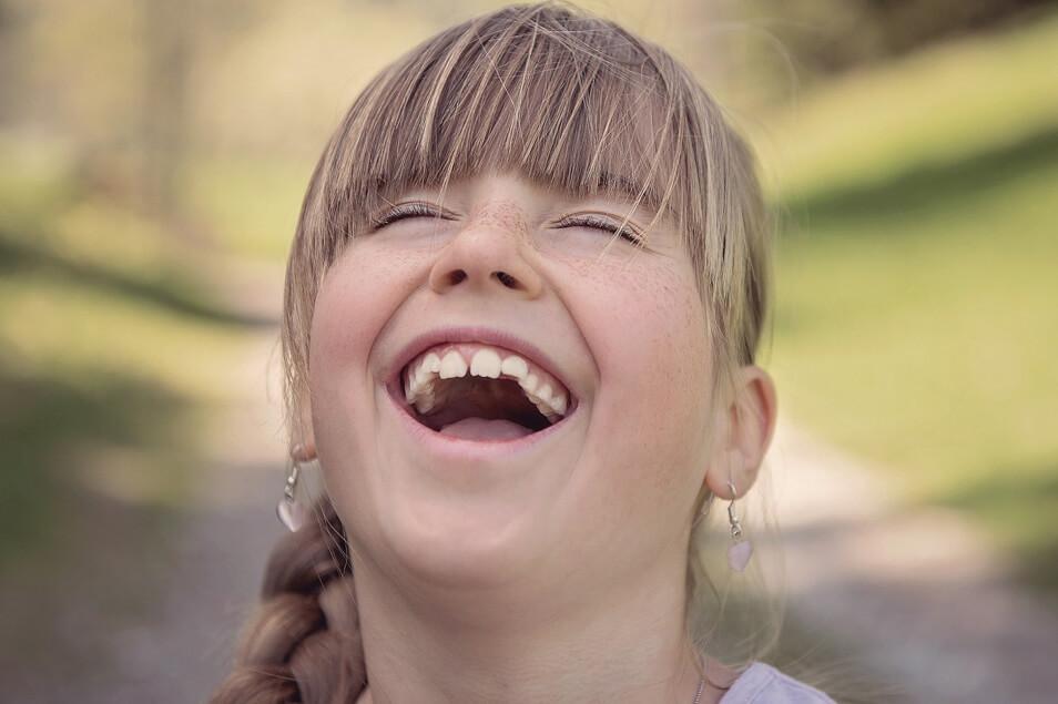 【自粛疲れにも効果あり】笑いがもたらす健康効果は!?笑えば免疫力もアップする