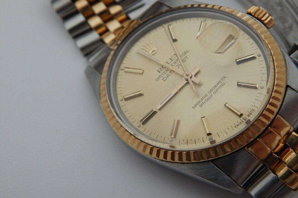 父の財産を相続放棄。遺品整理で高級腕時計は売ってもOK?