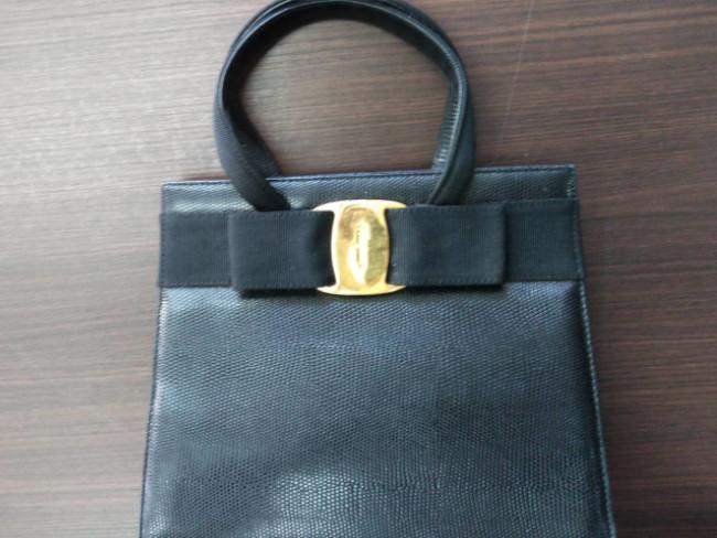 フェラガモ・ヴァラ・ハンドバッグを買取|福岡|荒江店
