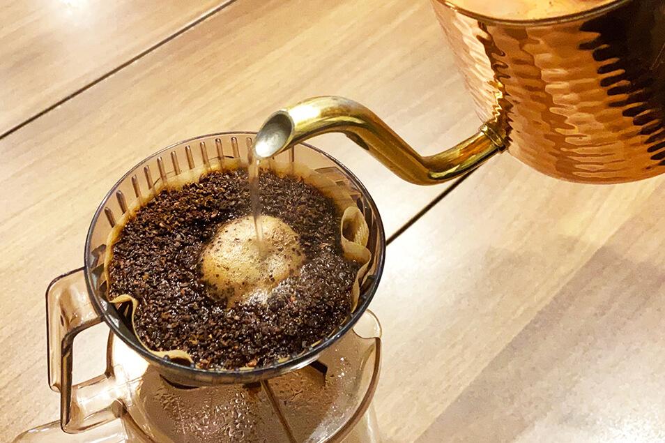 コーヒーかす、そのまま捨ててませんか?便利な活用法をご紹介!