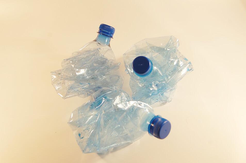 そのペットボトル捨てないで!驚きの活用術3選