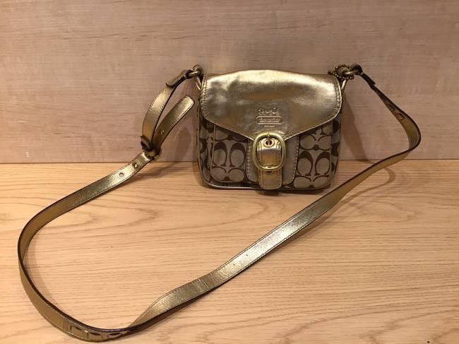 コーチ・シグネチャー・ミニショルダーバッグを買取|名古屋|ららぽーと名古屋みなとアクルス店