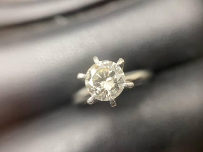 貴金属・金・プラチナ・ダイヤモンド0.91カラット・立爪プラチナリング