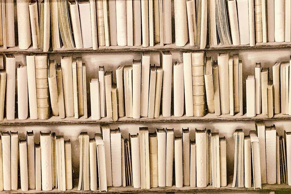自宅に本があふれてない?本で収納場所が占拠されないための方法とは